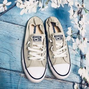 Converse low top canvas sneakers sz8/6